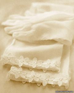 a99072_spr02_gloves