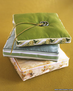 a100687_spr04_pillows.jpg