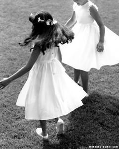 two_girls_dancing_win96.jpg