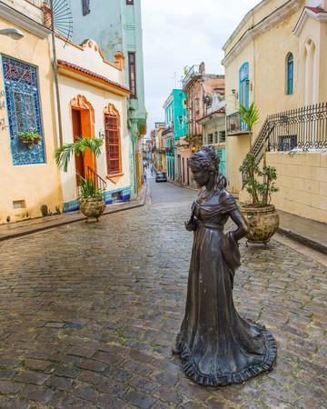 Cuban street with statue