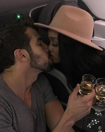Rachel Lindsay and Bryan Abasolo kissing