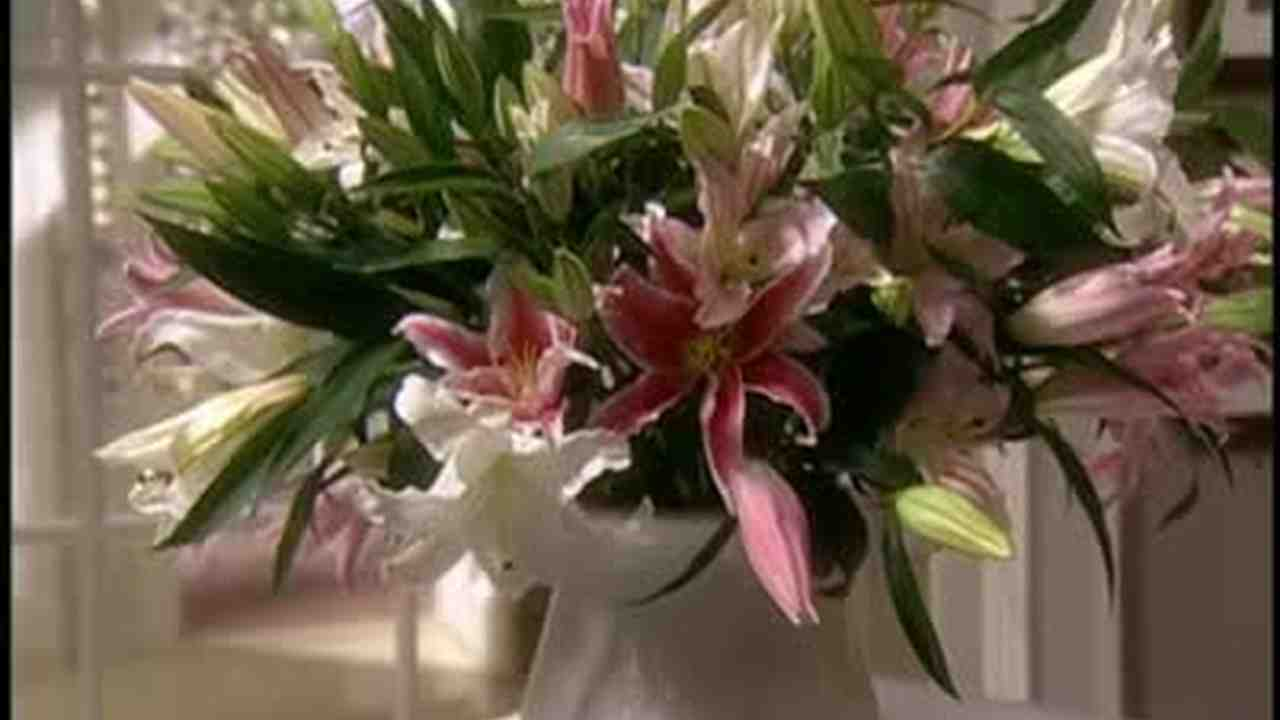 Video: How to Make a Lily Bouquet | Martha Stewart Weddings