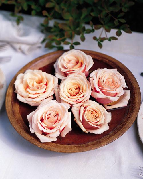 Floating Rose Centerpiece: Rustic Floating Rose Centerpiece