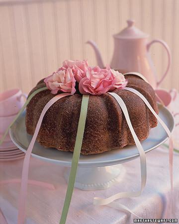 charm cake martha stewart weddings. Black Bedroom Furniture Sets. Home Design Ideas