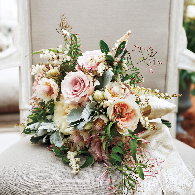 22 Modern Wedding Bouquets | Martha Stewart Weddings
