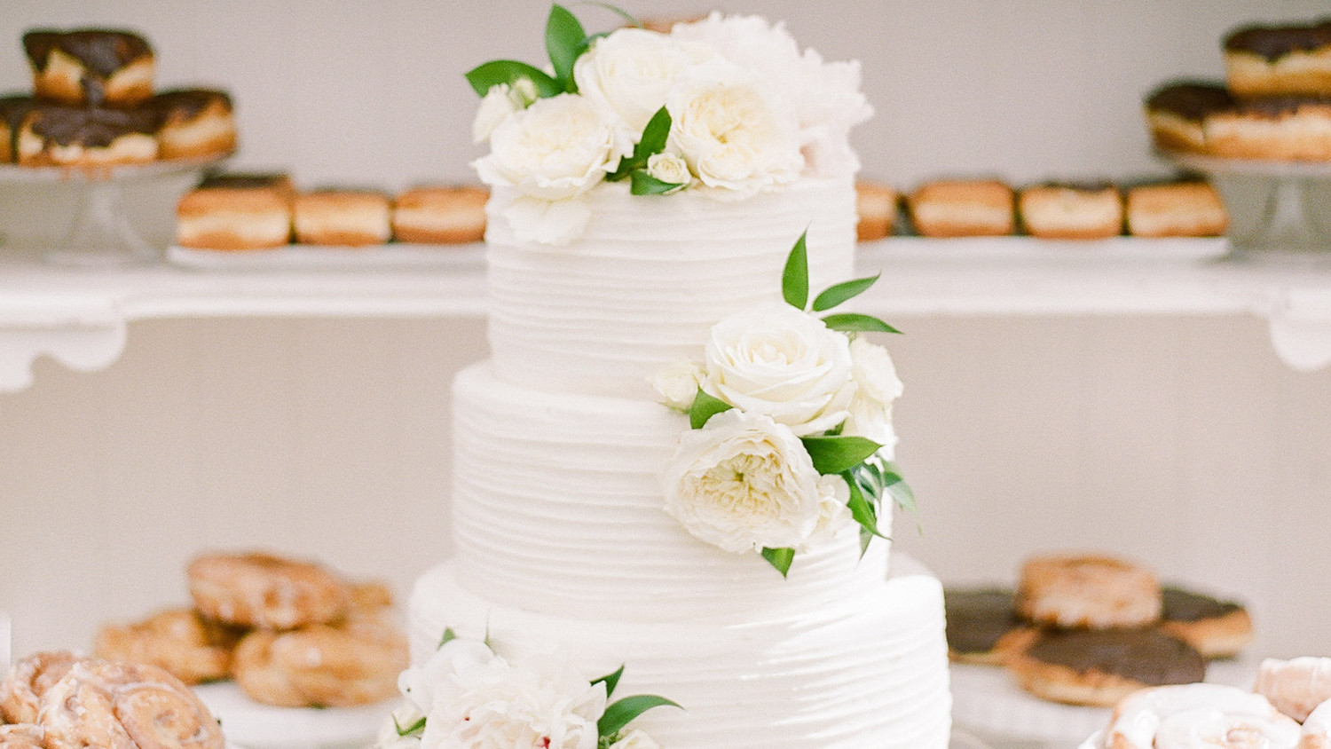 Advice for Designing the Wedding Cake of Your Dreams