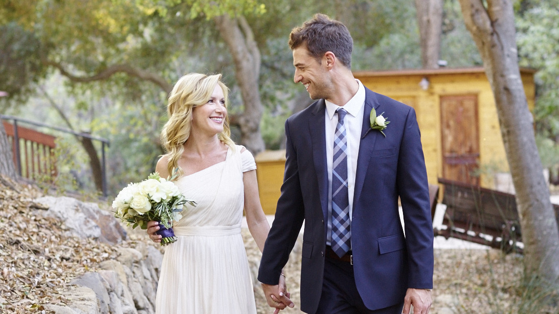 Exclusive The Office S Angela Kinsey Is Married Martha