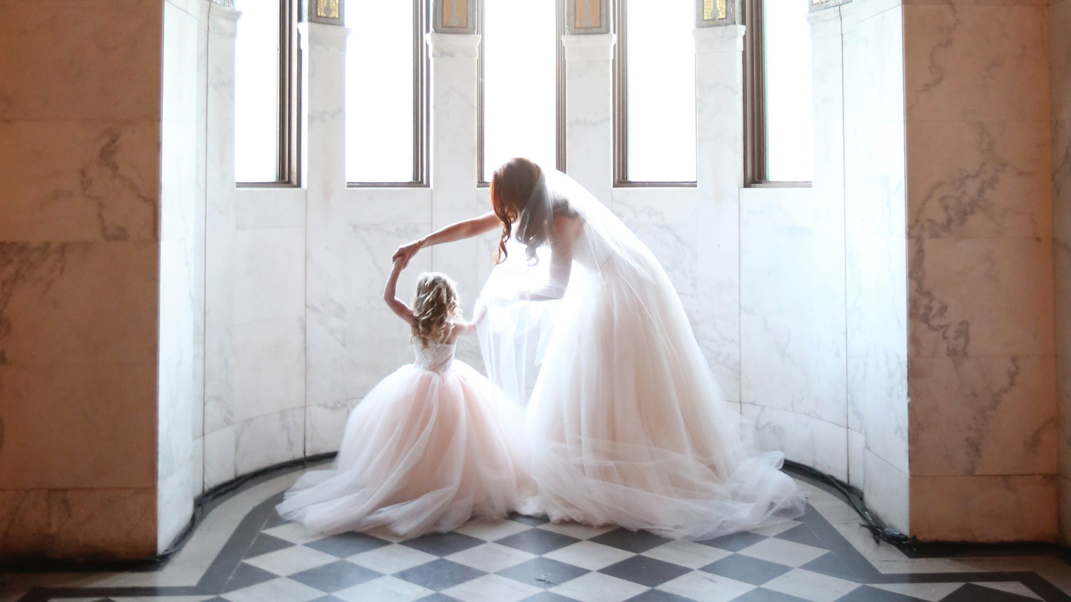 mother daughter moments elizabeth messina 03 0517 horiz - summer beach wedding mother of the bride dresses