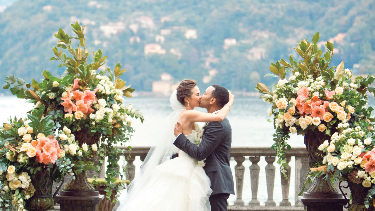 weddings celebrity bride groom kiss martha stewart