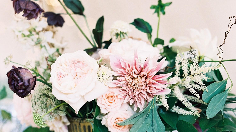 Stunning summer centerpieces using in season flowers