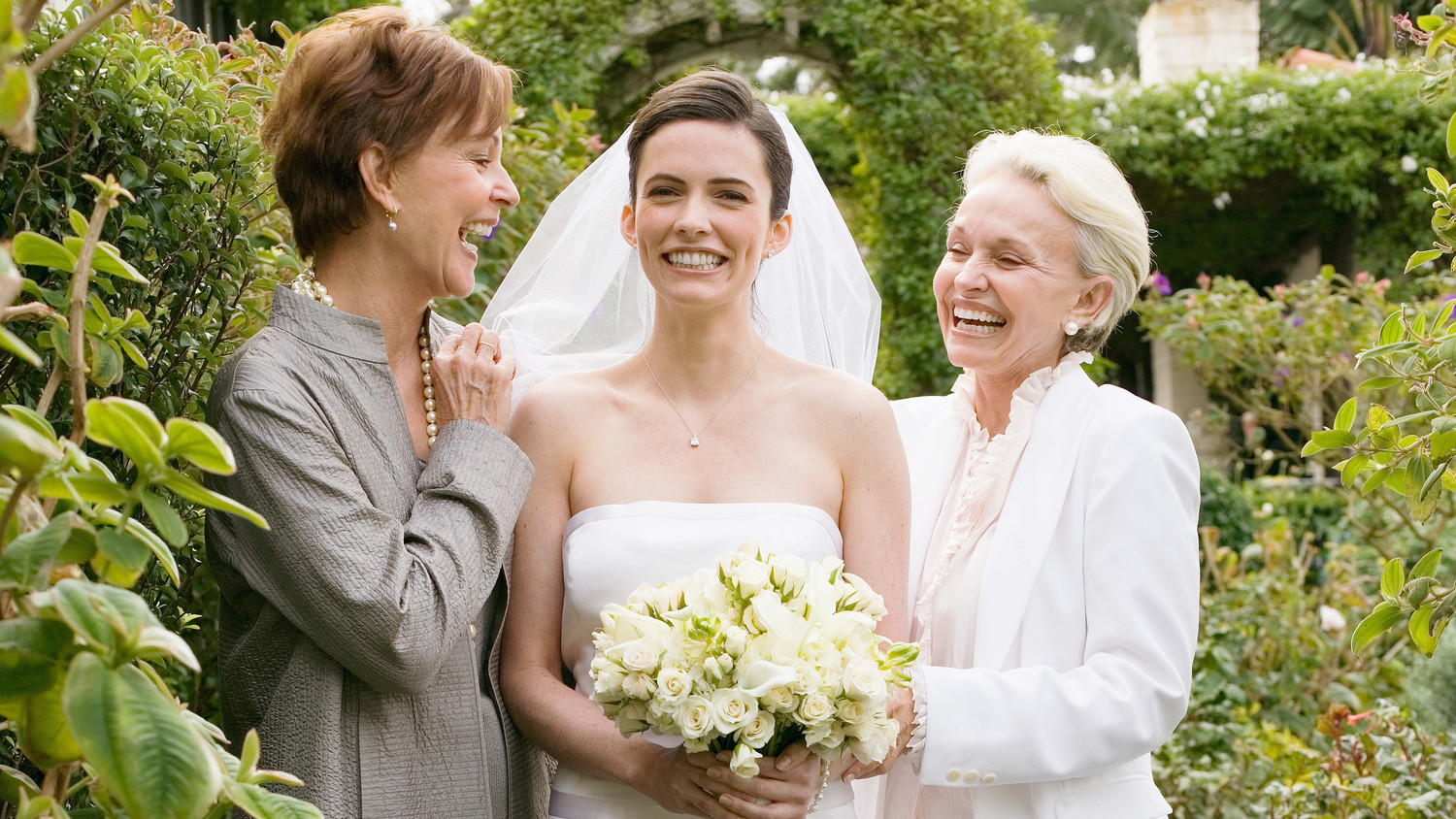 4 Mother Of The Bride Vs. Stepmom Clashes That Could Crash