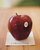 mwa102306_fal06_apple.jpg