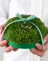 diy-ring-pillows-mwd103187-moss-0515.jpg