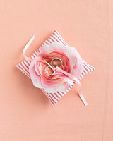 diy-ring-pillows-mwd105655-flower-0515.jpg