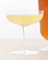 sparkling-cocktails-honey-ginger-champagne-f09-0615.jpg