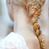 bridal-hair-adornments-spring2016-reem-acra-detail-0415.jpg