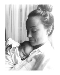 Olivia Wilde Shares the Most Precious Picture of Her and Jason Sudeikis's New Baby Daisy