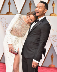 "Chrissy Teigen Lovingly Pokes Fun at John Legend for the ""La La Land"" Mix-Up"