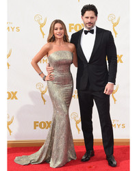 "What Joe Manganiello Really Thinks of Sofia Vergara's """"Martha Stewart Weddings"""" Cover"