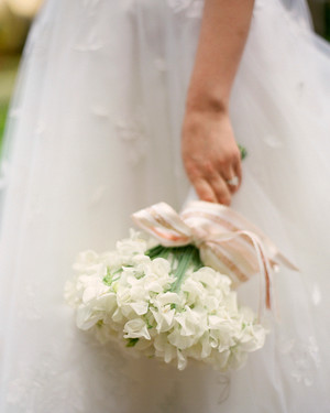 40 White Wedding Bouquets