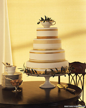 Attractive 36 Gold Wedding Ideas