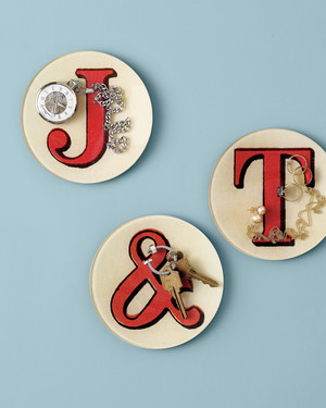 28 Registry Finds for Displaying Your Newlywed Initials