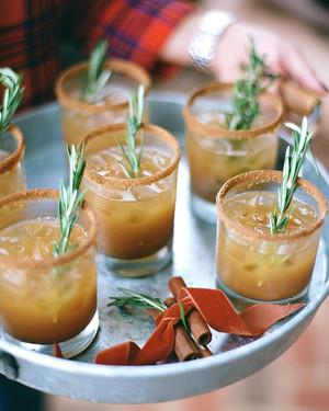 7 Amazing Winter Wedding Cocktail Recipes