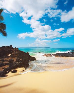 6 Best Beaches in Hawaii for Honeymoon Sunbathing