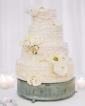 13 Reasons We're Dreaming of a White Winter Wedding Cake