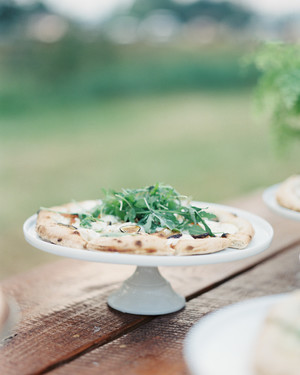 10 Delicious Wedding Ideas for Couples Crazy About Pizza