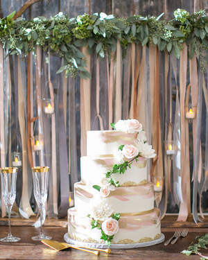 33 Romantic Wedding Cakes