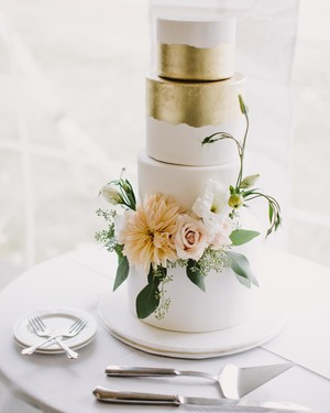 52 Fresh Floral Wedding Cakes