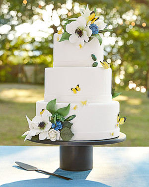 104 White Wedding Cakes That Make the Case for Going Classic