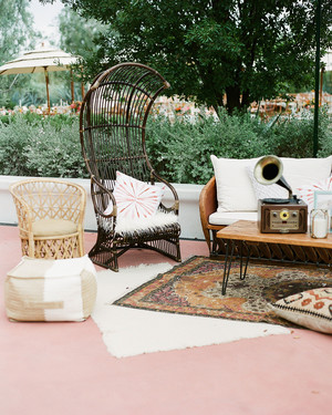 Wedding Lounge Ideas Your Guests Can Cozy Up To