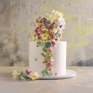 Gorgeous Floral Wedding Cakes by Maggie Austin
