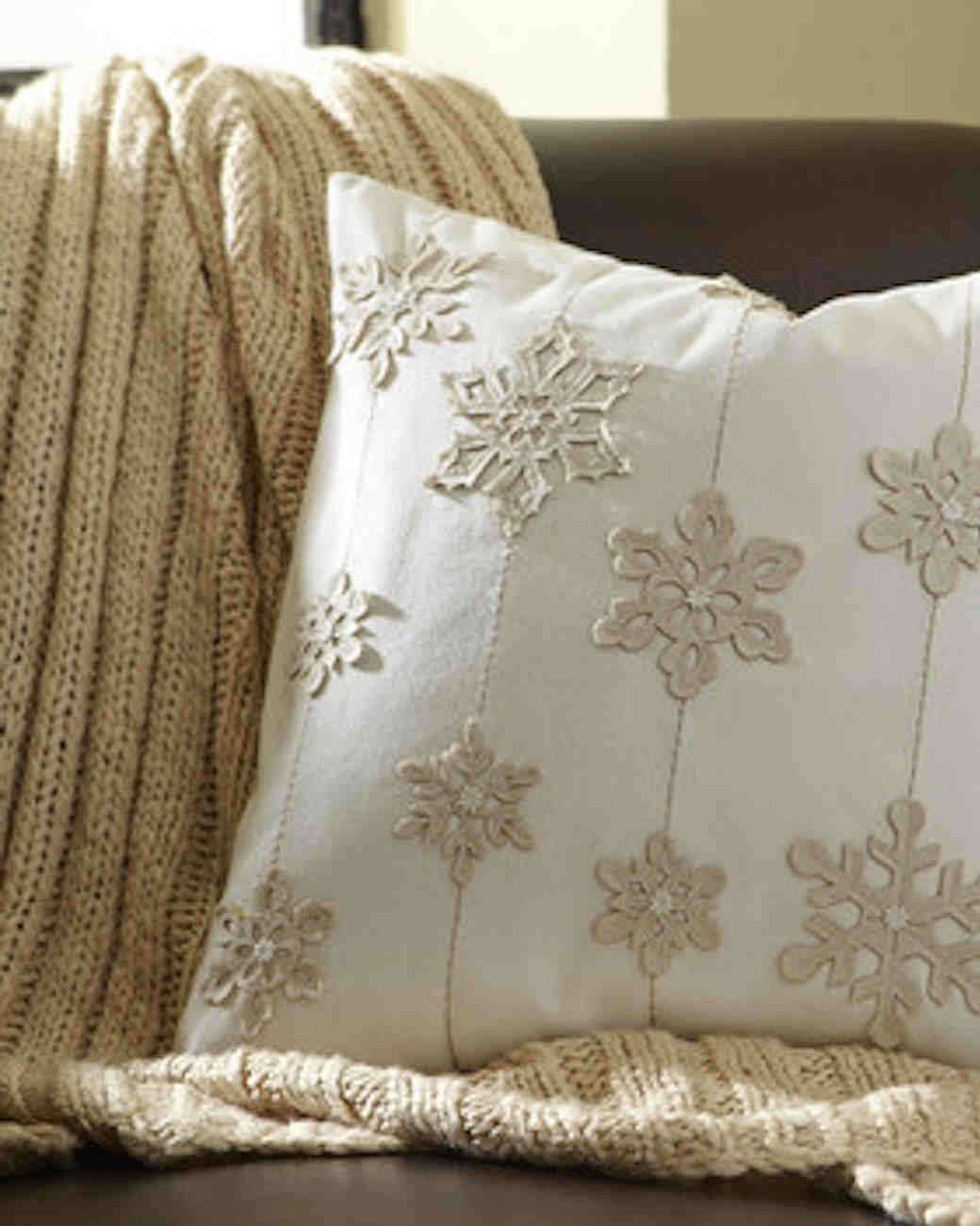 snowflake-pillow-1215.jpg
