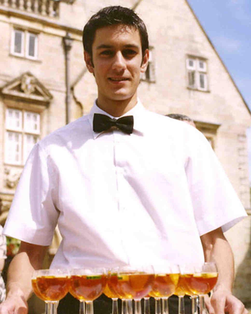 wa102557_win07_waiter.jpg
