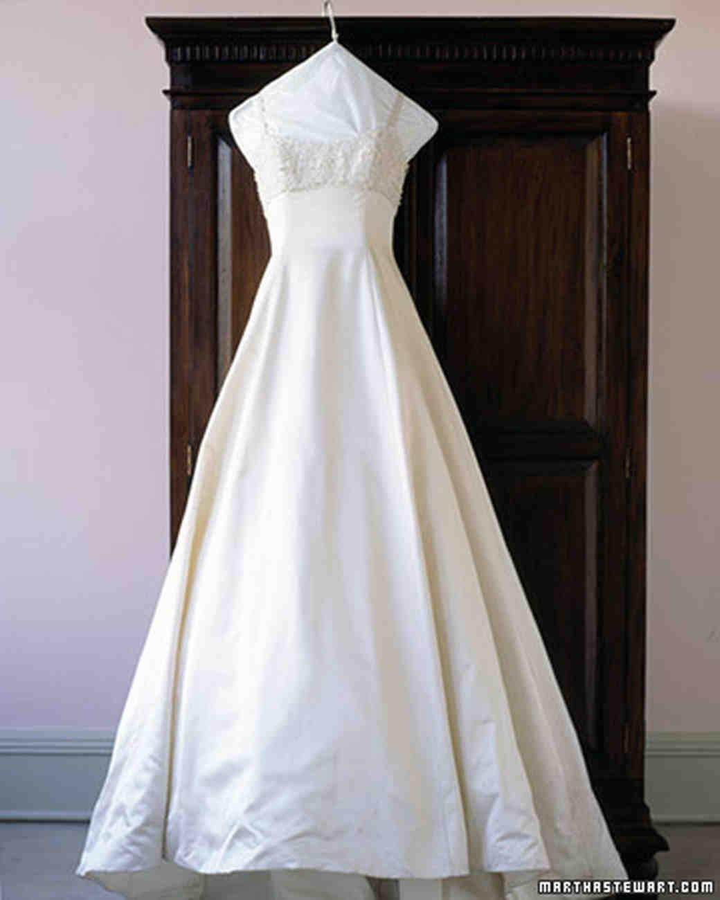 wed_sp99_dresscare_01.jpg