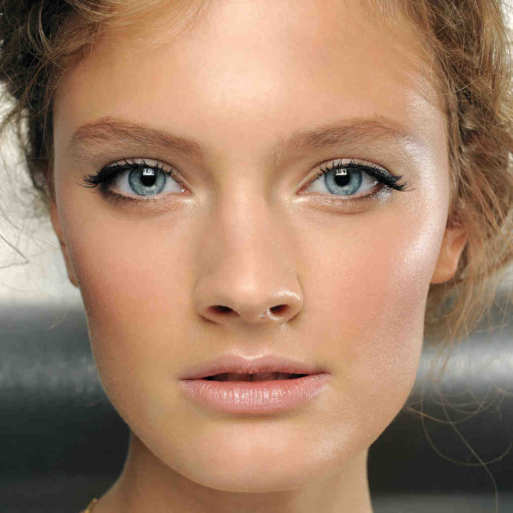 How to Make Winged Eyeliner Look Bridal