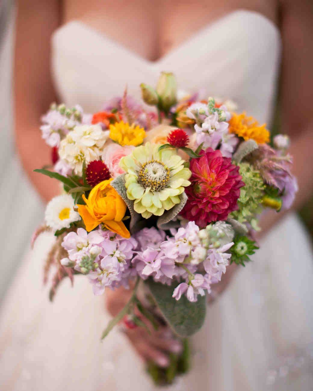 summer wedding bouquets that embrace the season martha stewart weddings. Black Bedroom Furniture Sets. Home Design Ideas