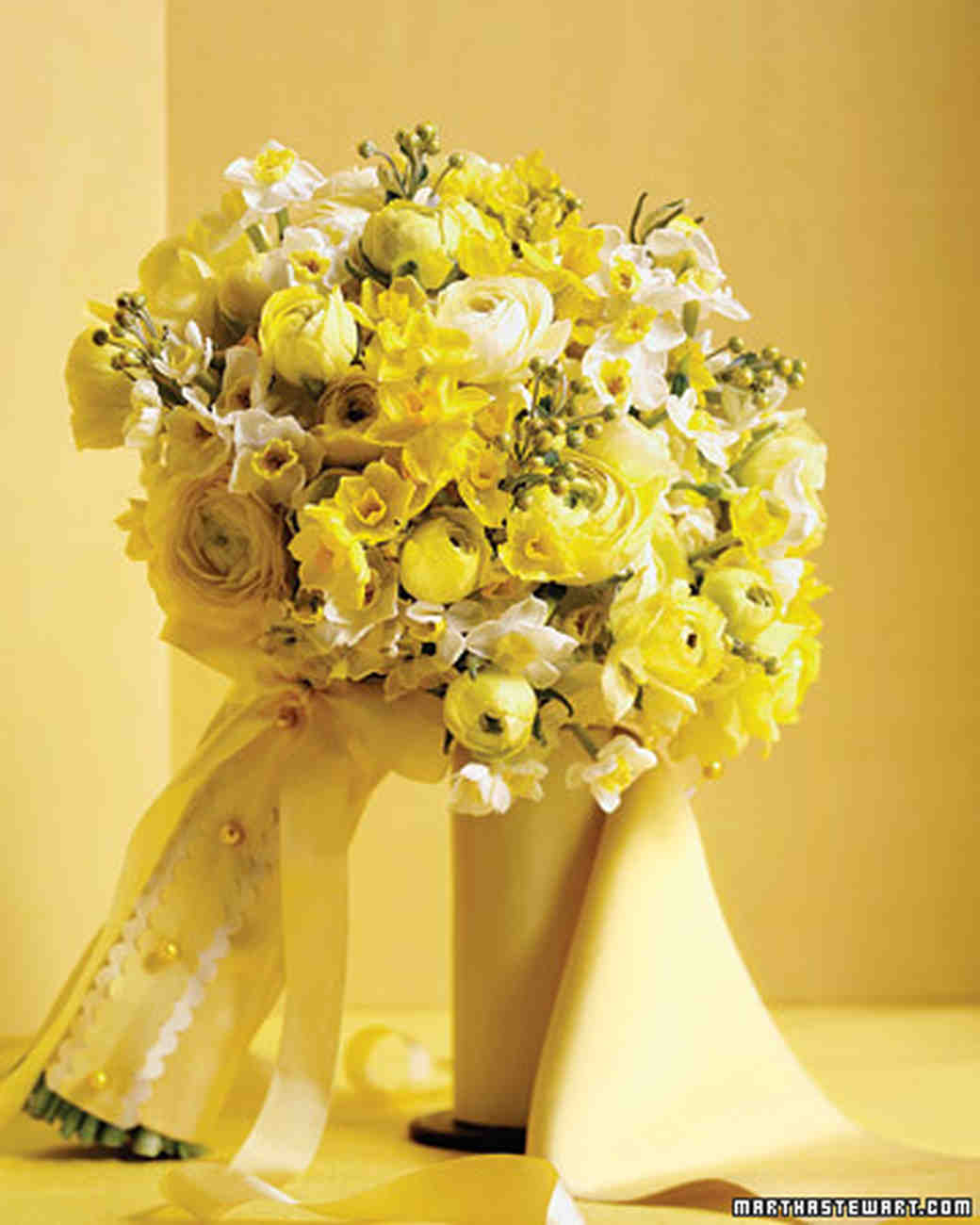yellow wedding bouquets martha stewart weddings. Black Bedroom Furniture Sets. Home Design Ideas