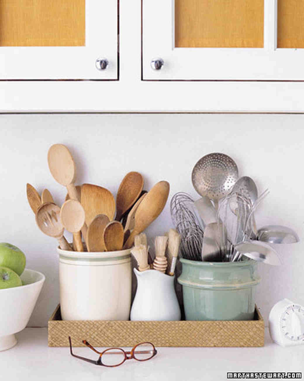 Your kitchen checklist to help you put together your for Things to put on wedding registry