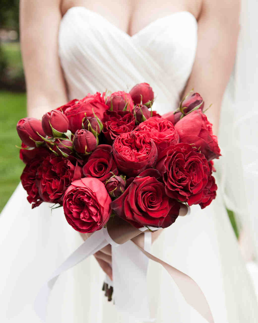 romantic red wedding bouquets martha stewart weddings - Red Garden Rose Bouquet