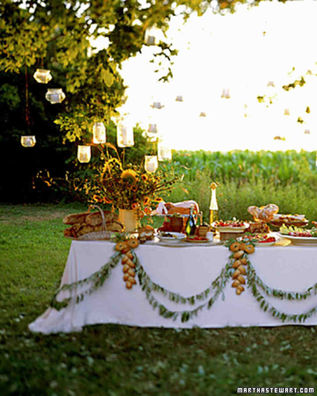 Rustic country wedding ideas martha stewart weddings for Outdoor table decor ideas