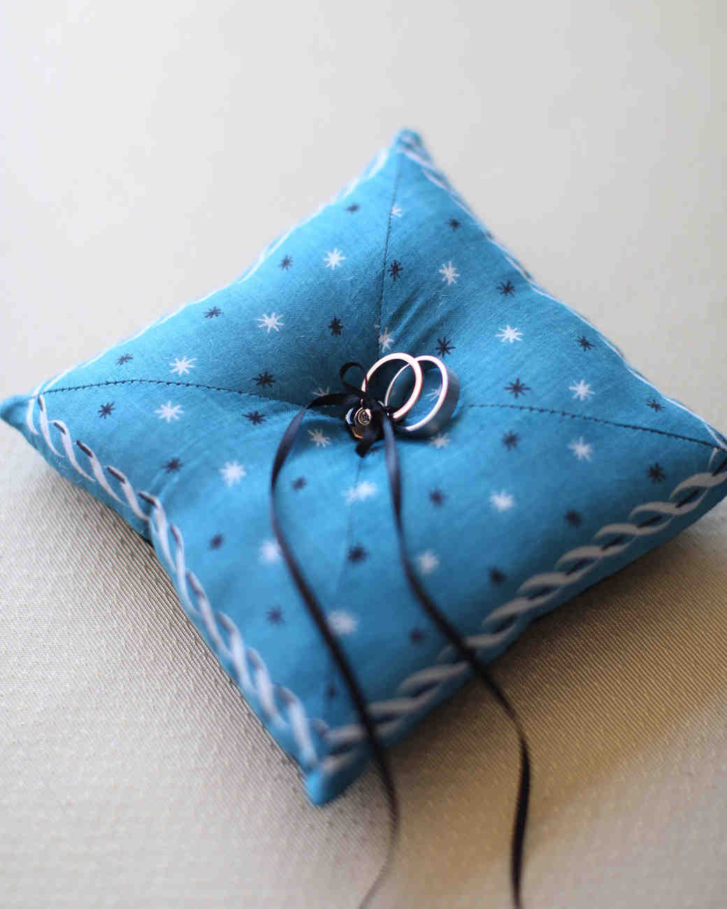 ring-pillow-002-wd109359.jpg