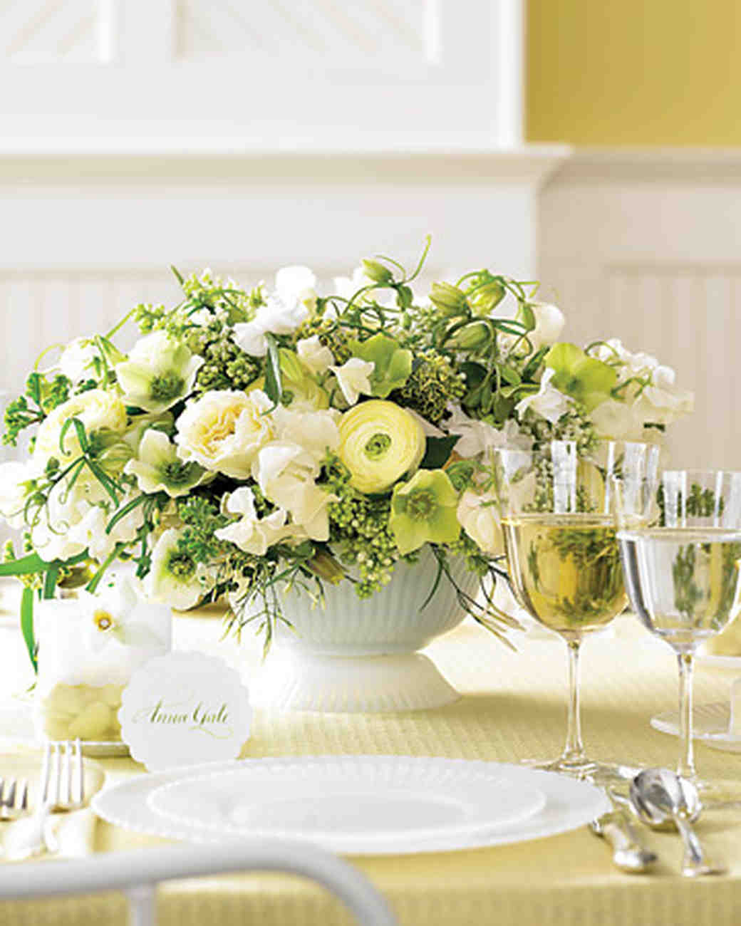 Classic wedding centerpieces martha stewart weddings for Floral table decorations for weddings