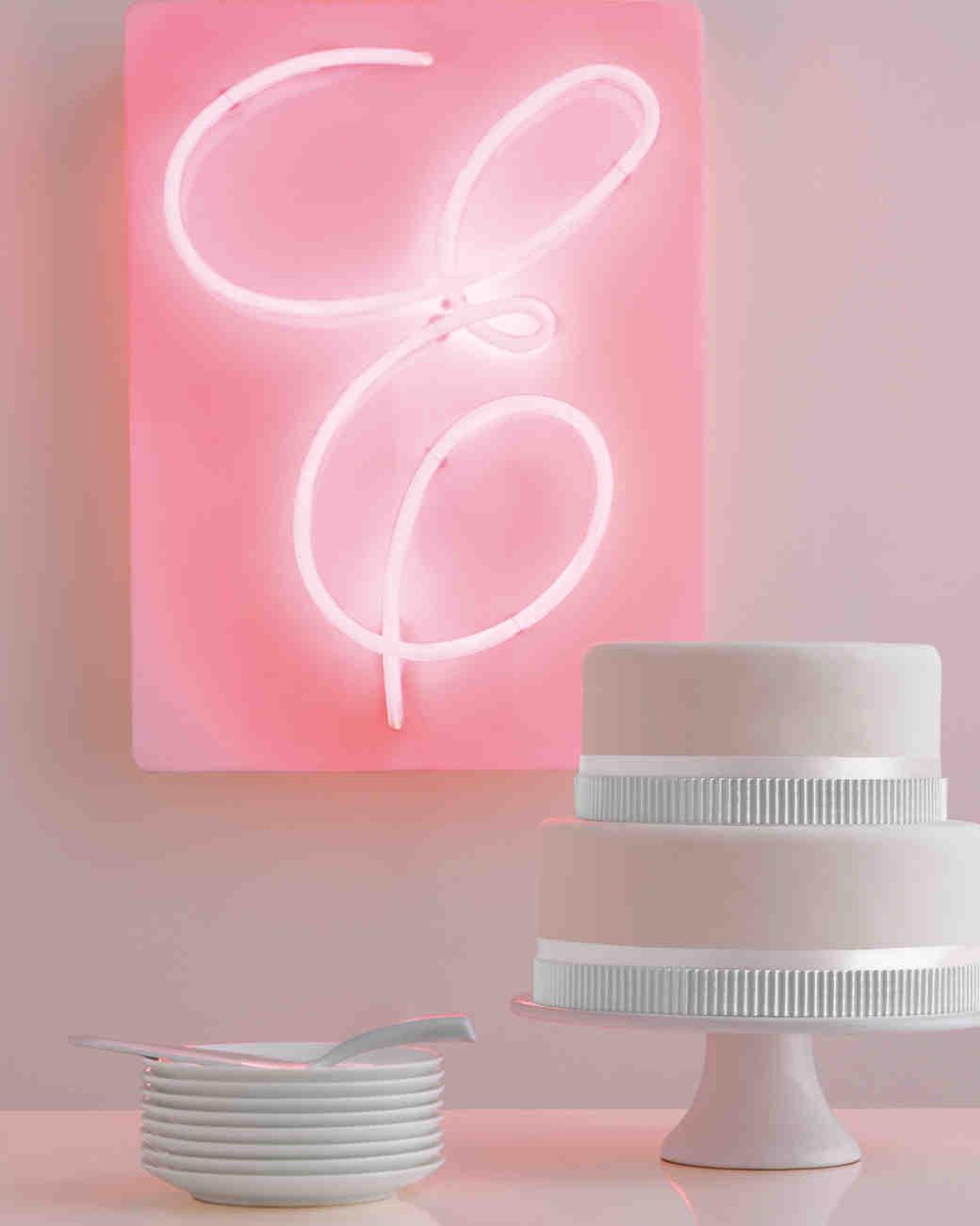 neon-light-cake-mwd108136.jpg