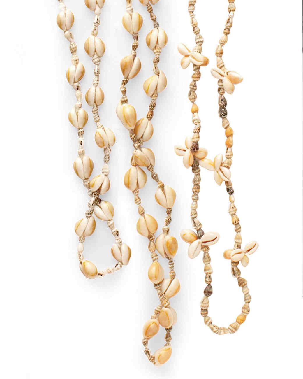 travel-necklace-mwd107931.jpg