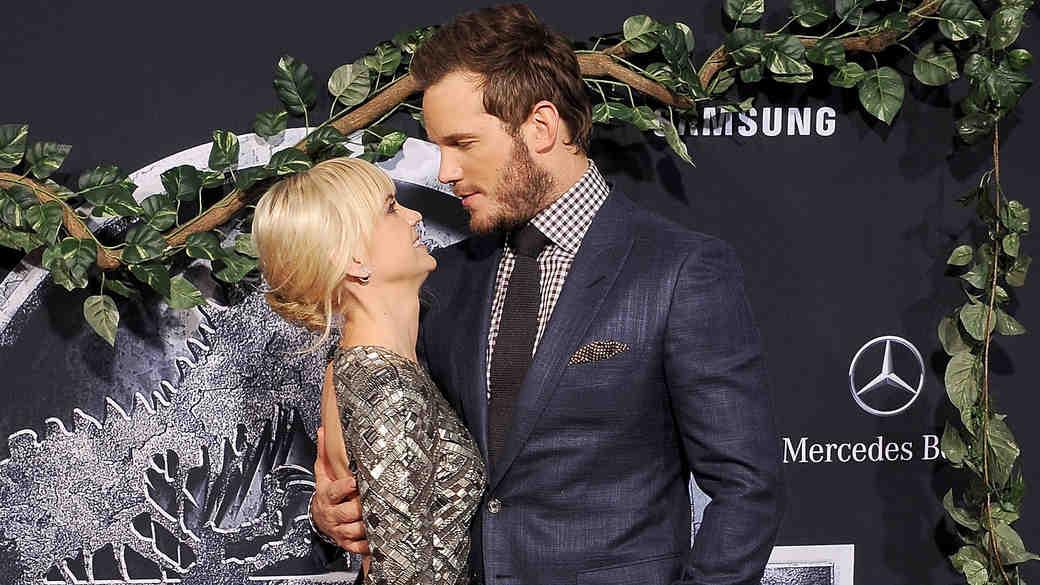 "Anna Faris Says She's in ""Awe"" of Husband Chris Pratt"