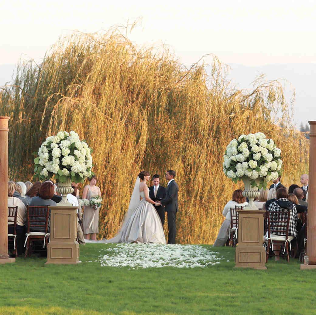 5 Signs a Wedding Vendor Is Legit